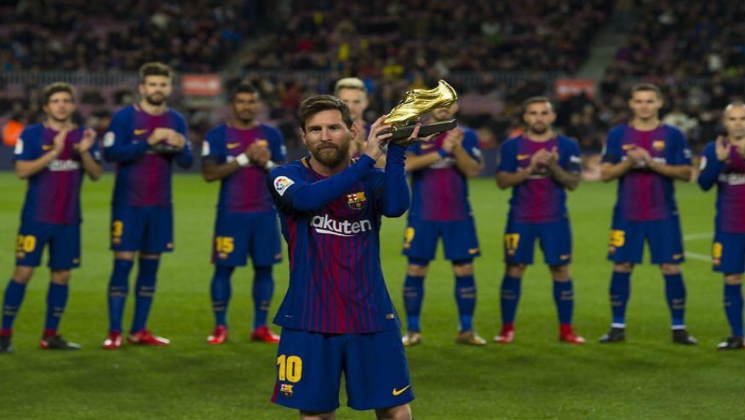 Lionel Messi with his Golden shoe
