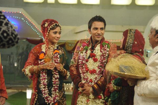 Sara-Khan-Husband-Name-Ali-Merchant-Married-Pictures-Wedding
