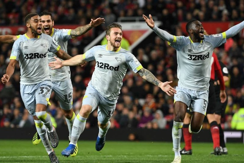 Derby County beat Manchester United 8-7 on penalties