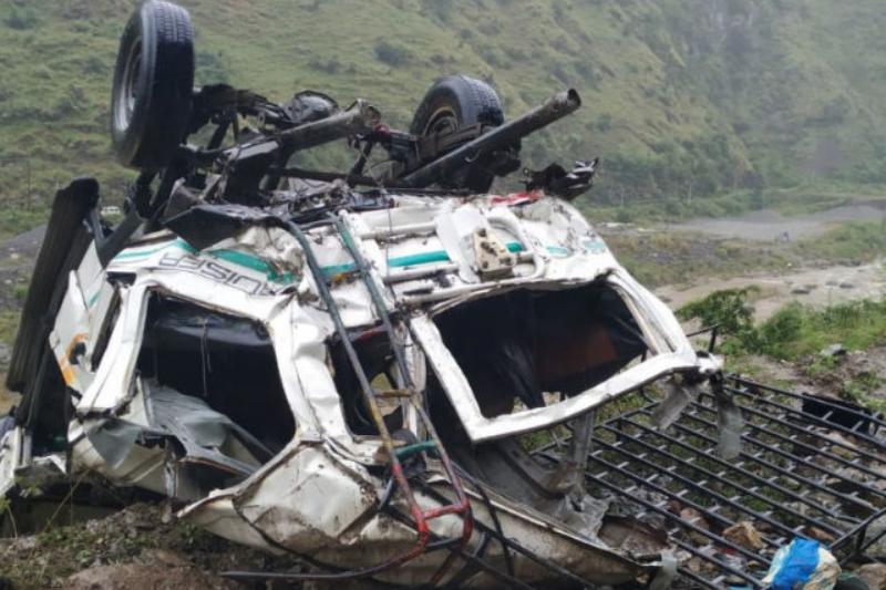 Jeep Falls into Deep Gorge