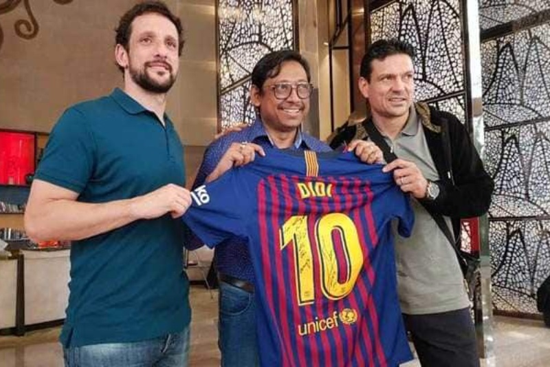 Lionel Messi gifts jersey Mamata Banerjee