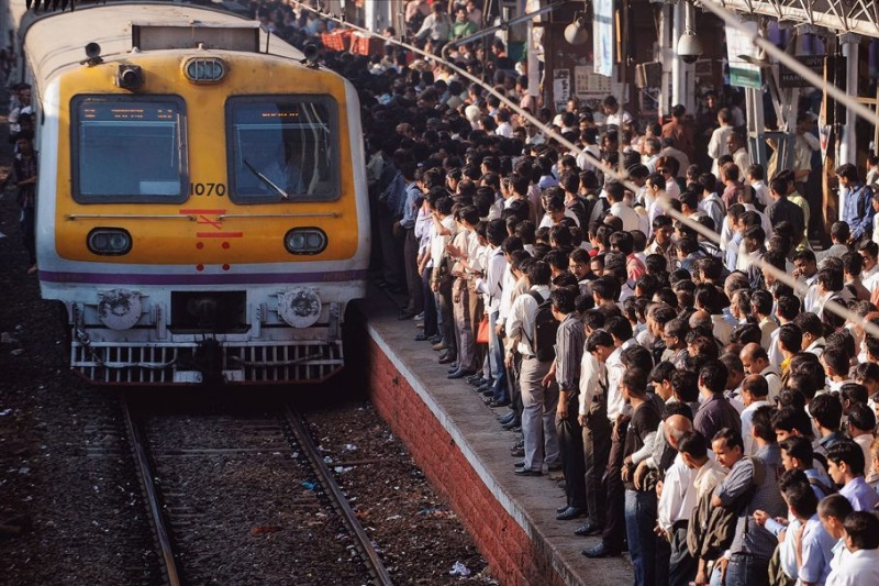 Teen slips off Mumbai local commuters save her by grabbing her t-shirt