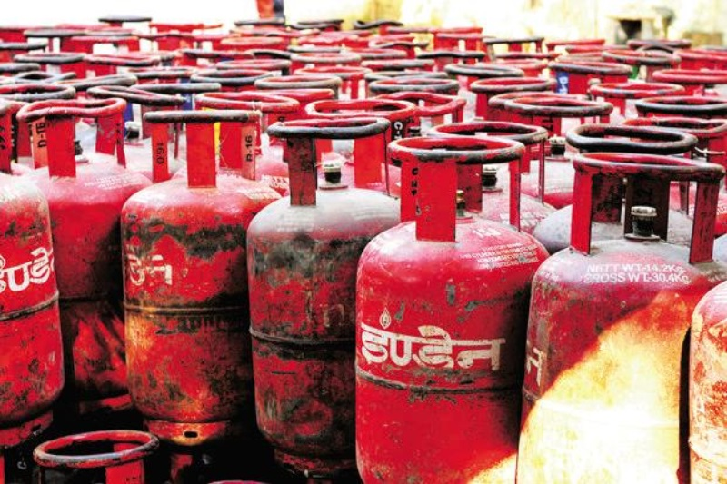 IOC reduces LPG cylinder price by Rs 6.52, effective from tonight