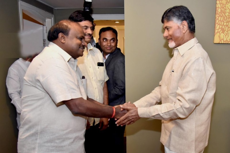 2019 polls Chandrababu Naidu meets Deve Gowda