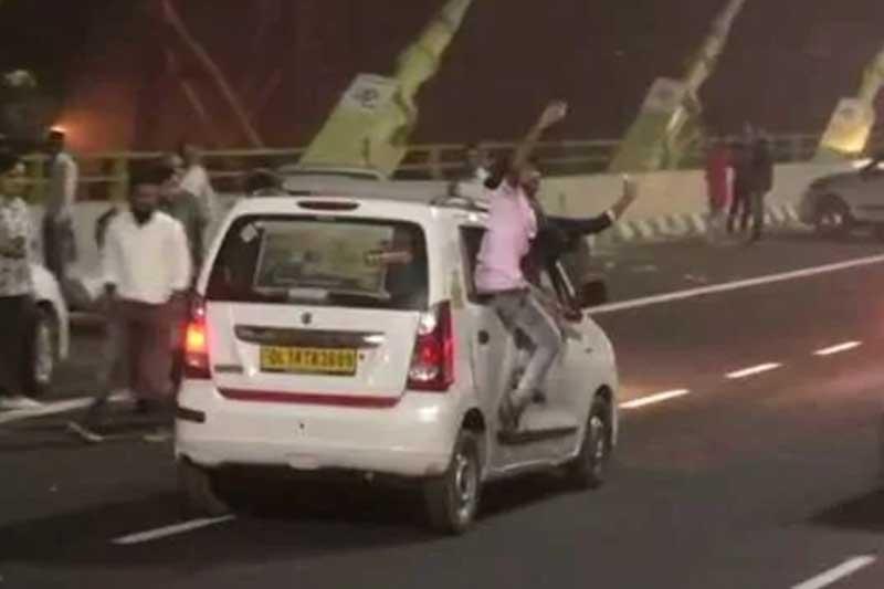 People doing crazy stunts at Delhi's Signature Bridge while taking selfie