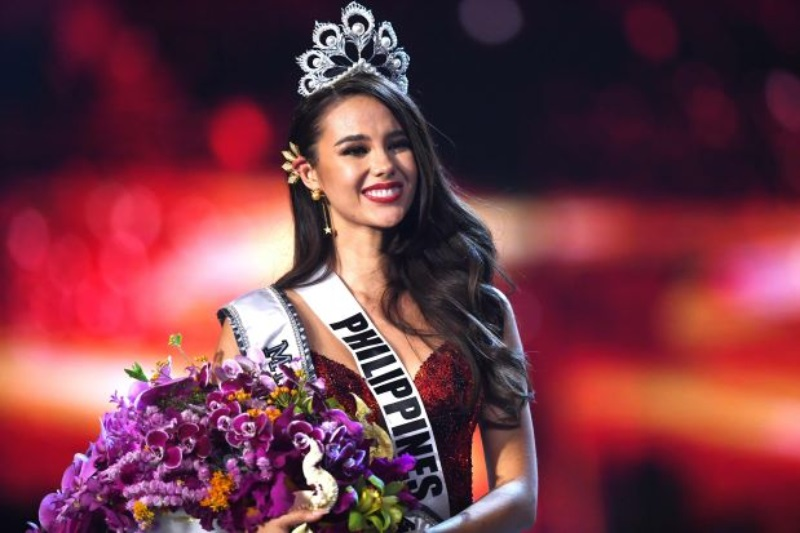Catriona Gray of Philippines smiles after being crowned the new Miss Universe 2018
