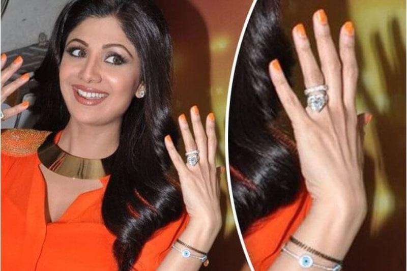 Shilpa Shetty wears her mangalsutra as a bracelet