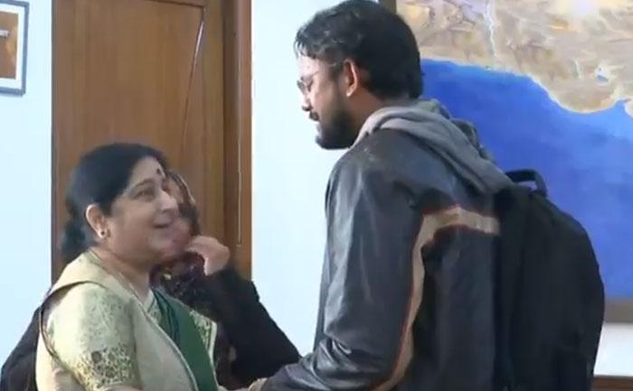 Sushma Swaraj condoling Hamid Ansari Viral Video