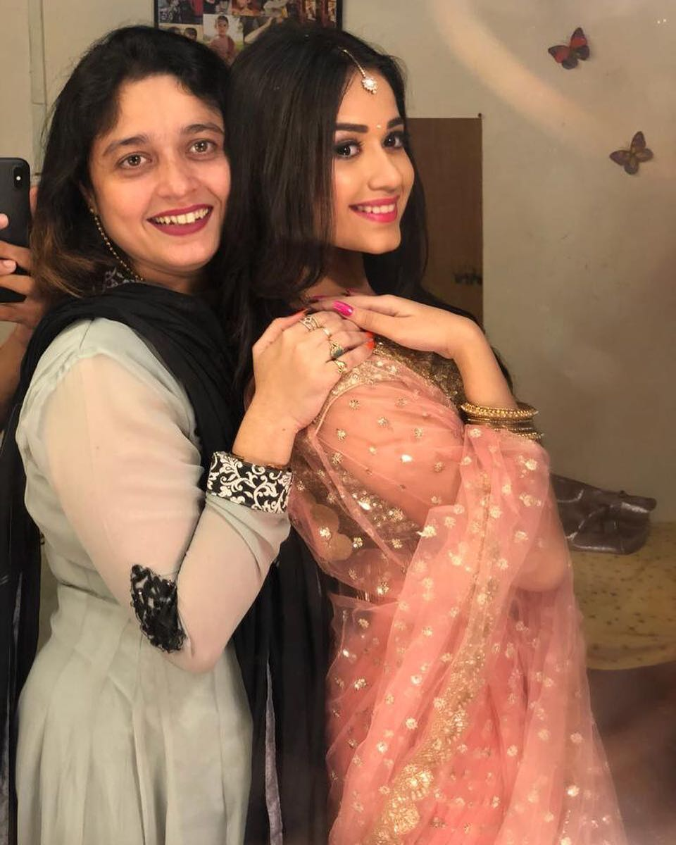 11. Jannat Zubair poses with her mom
