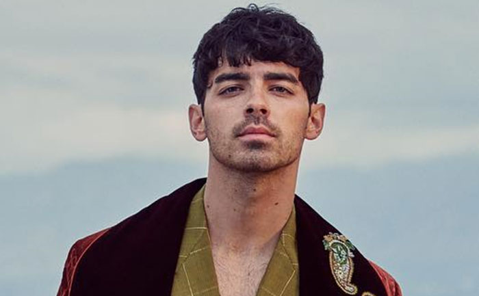 joe jonas dedicates lovers song to nick jonas